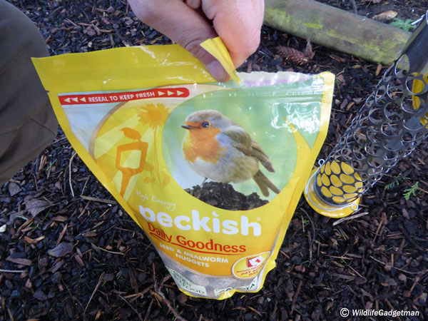 Peckish-Nuggets-And-Feeder-2