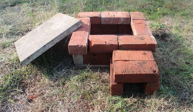 make a hedgehog home out of bricks. Black Bedroom Furniture Sets. Home Design Ideas